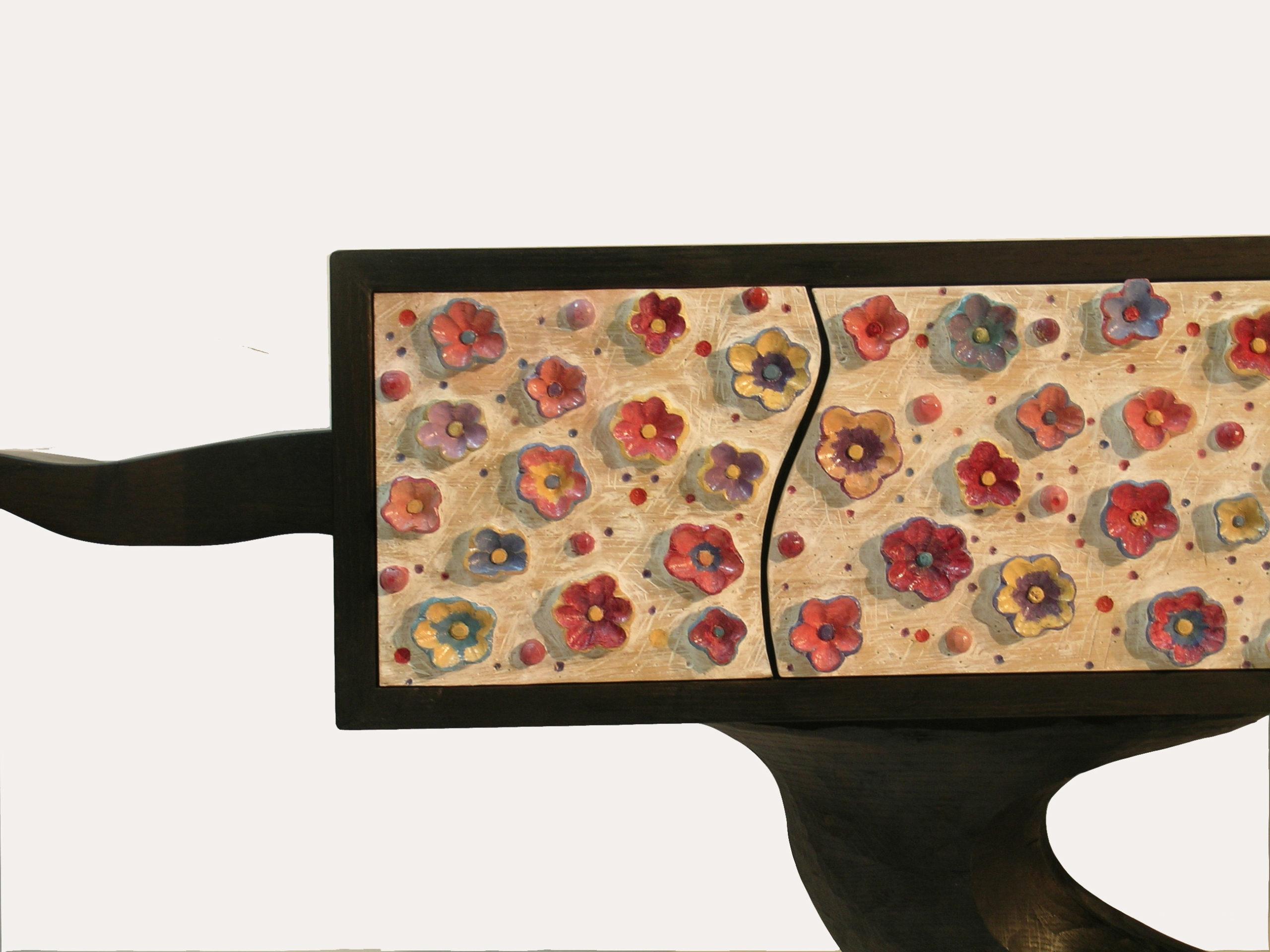 Chêne teinté et peint, 108 x 182 x 42 cm.