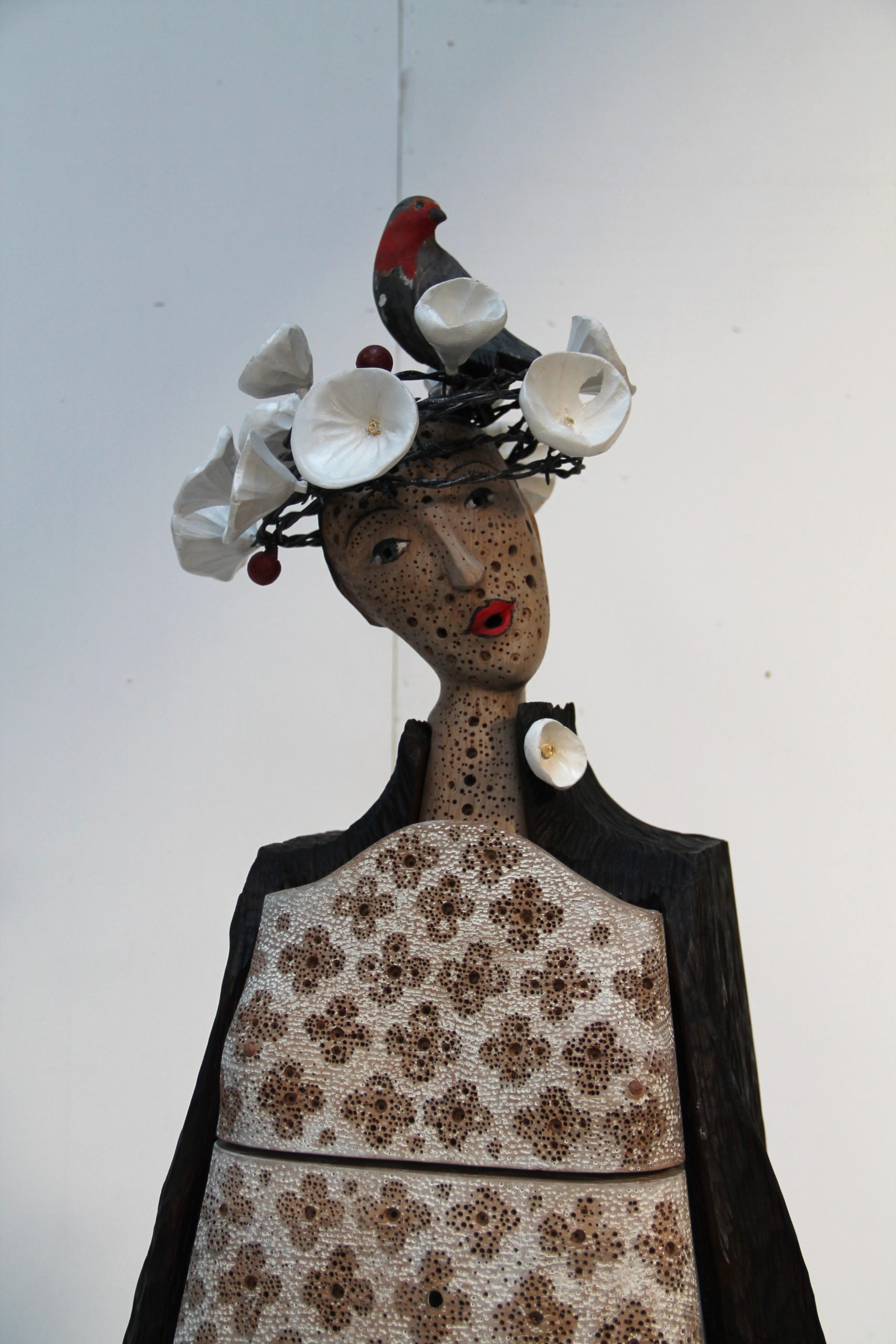 Chêne sculpté teinté, cérusé 180 x 60 x 50 cm
