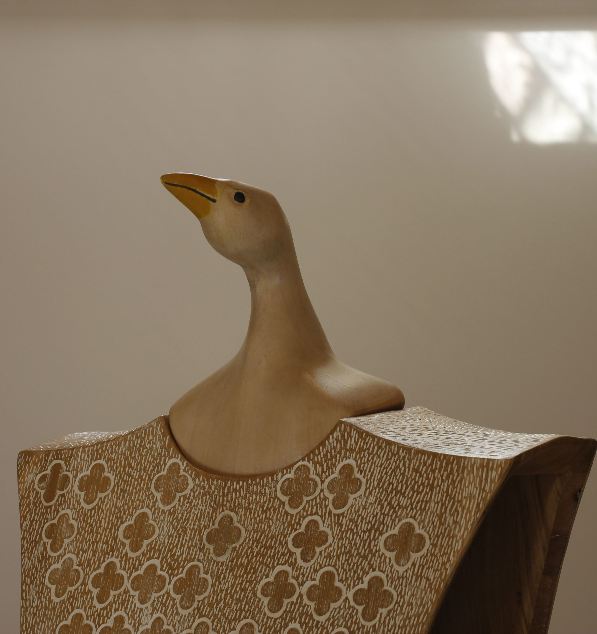 Chêne sculpté teinté  180 x 60 x 30 cm